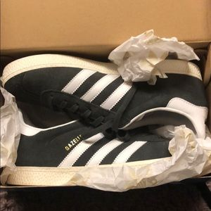 Dark grey Gazelle Adidas Tennis Shoes